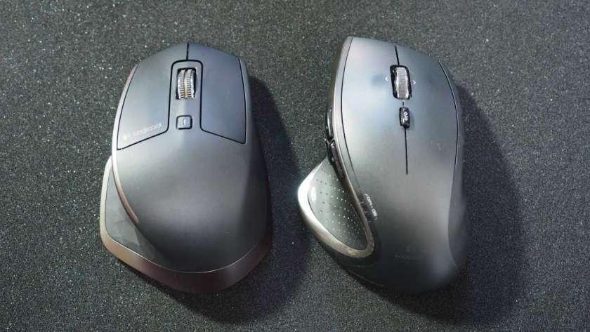 MX Master と M950 の上面を比較した様子。