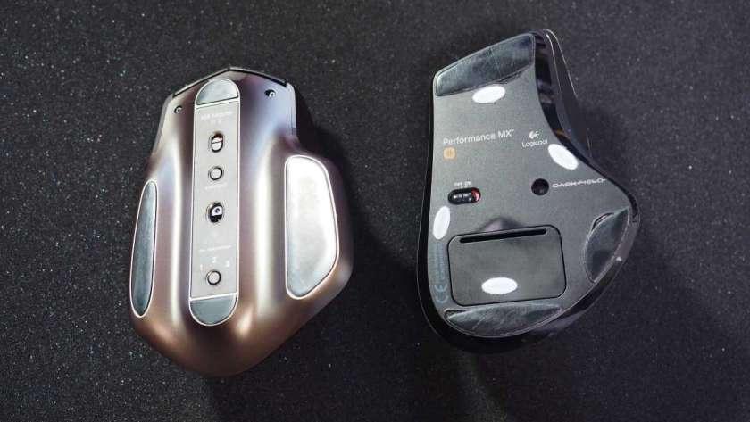 MX Master と M950 の裏面を比較した様子。