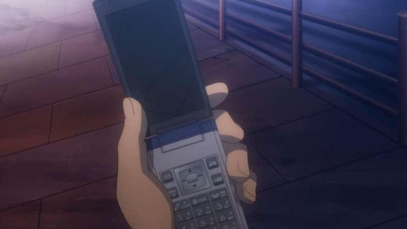 未来都市の携帯電話として描かれる所謂ガラケー