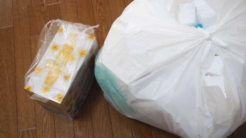 トイレットペーパーとティッシュを買ったときの大きな袋。